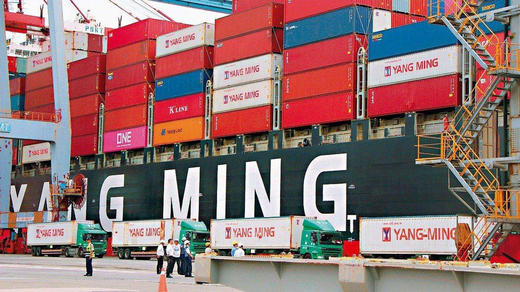 圖為陽明海運貨櫃輪。 報系資料照