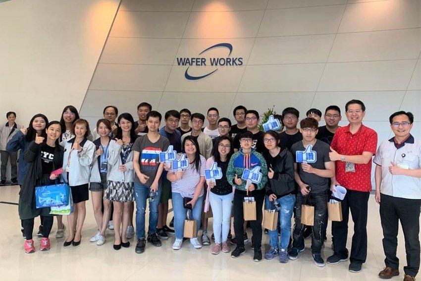 中原大學與合晶科技合作多年的「合晶科技就業學程」,提供學生暑期實習、獎助學金與多...