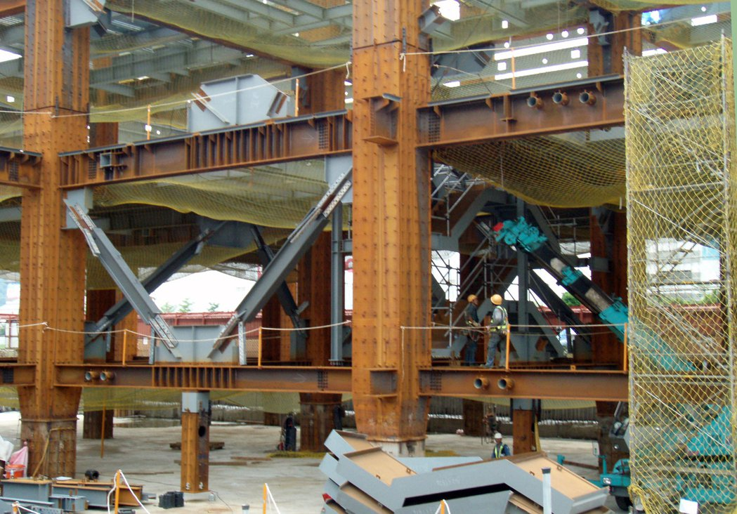 斜撐為位移型的制震器,一般多用於鋼構的個案,在接合處較好施工,若受到地震力破壞產...