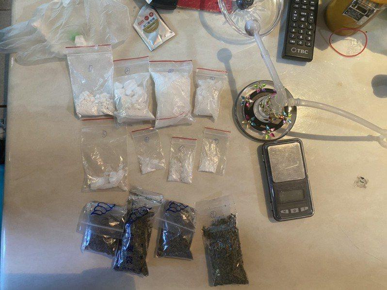 警方發現,多名分散在集團內的藥腳一拿到1至3萬元紓困金,就立刻飛奔去買毒,紓困金直接變成「買毒贊助金」,且這些販毒集團遭查獲的毒品量,比以往其他毒品案都多。記者王駿杰/翻攝