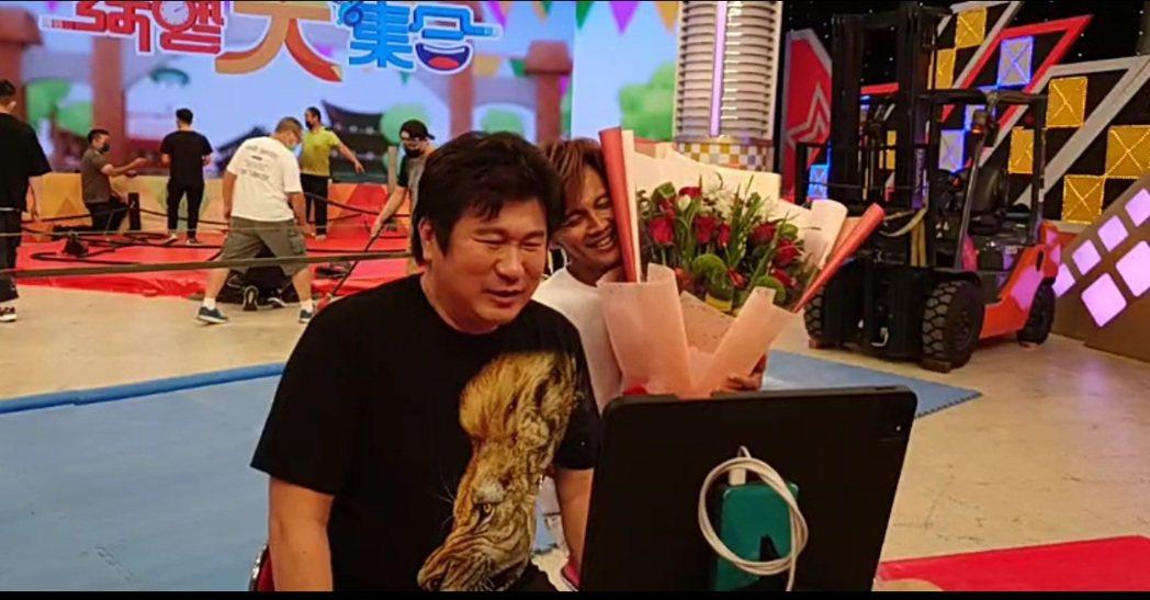胡瓜(左)今進棚錄「綜藝大集合」,右為阿翔。圖/摘自臉書