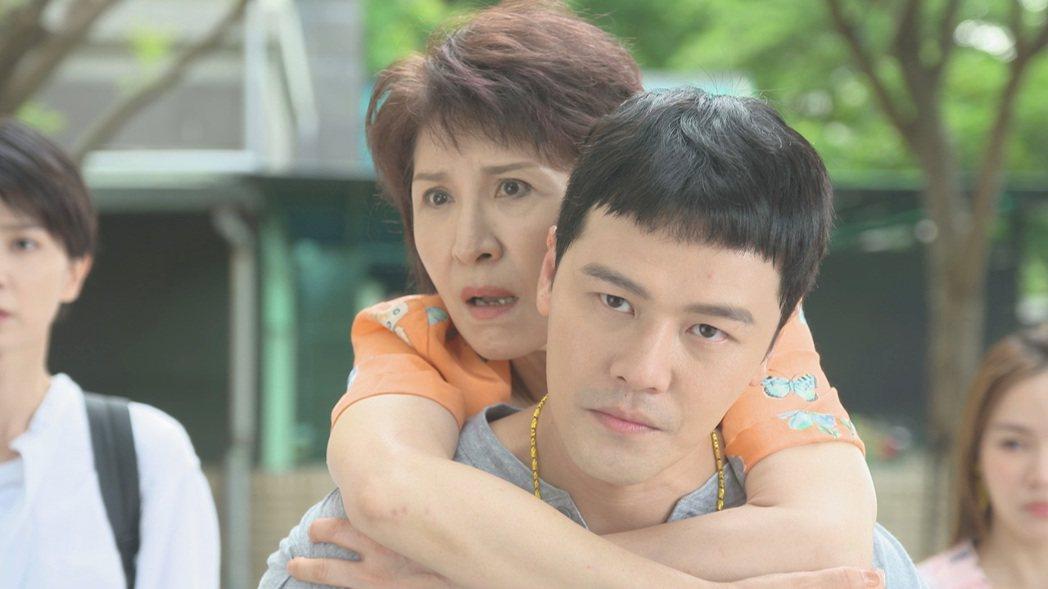 趙心妍、黃文星在「黃金歲月」演母子。圖/民視提供