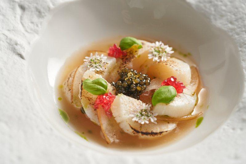 北海道干貝、發酵水梨、魚子醬。圖/de nuit提供。