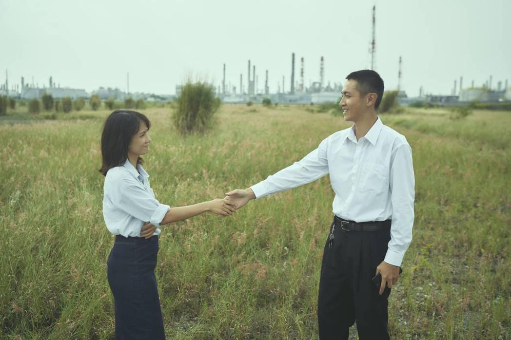 柯震東(右)、李心潔(左)談姊弟戀。圖/双喜電影提供