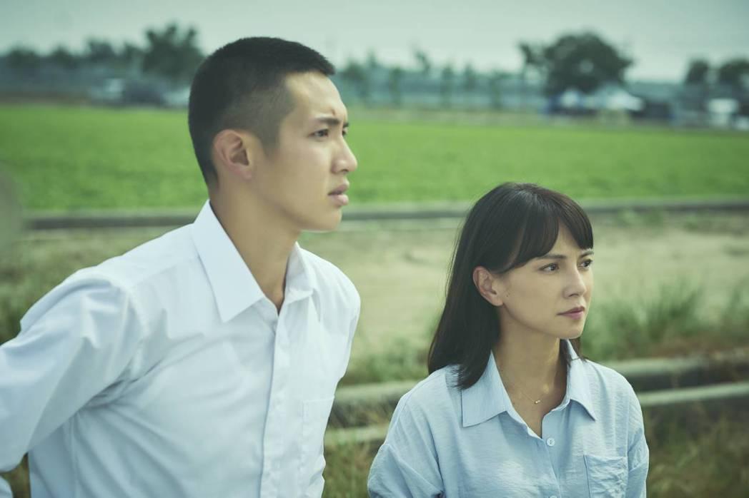 柯震東(左)、李心潔(右)談姊弟戀。圖/双喜電影提供