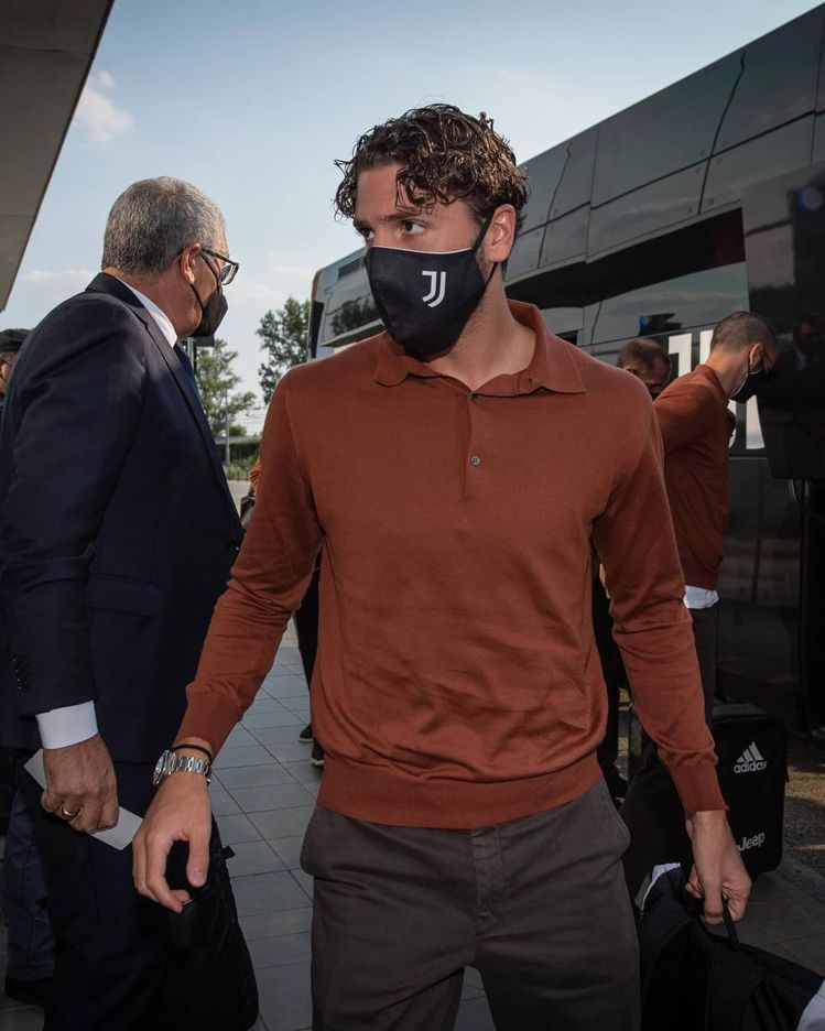 Manuel Locatelli穿著Loro Piana為尤文圖斯足球俱樂部打造...
