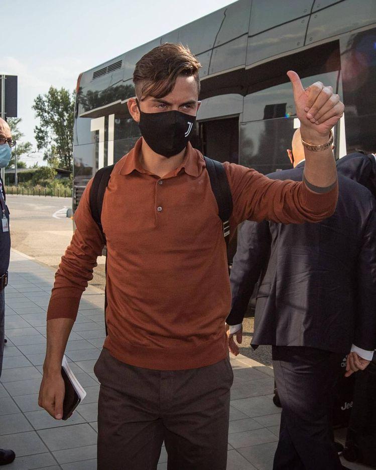迪巴拉穿著Loro Piana為尤文圖斯足球俱樂部打造的服飾。圖/摘自IG