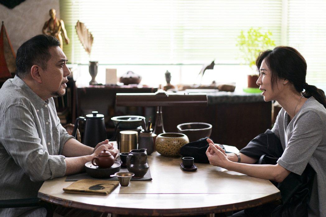 謝盈萱(右)拍「四樓的天堂」中與黃秋生有許多對手戲。圖/公視提供