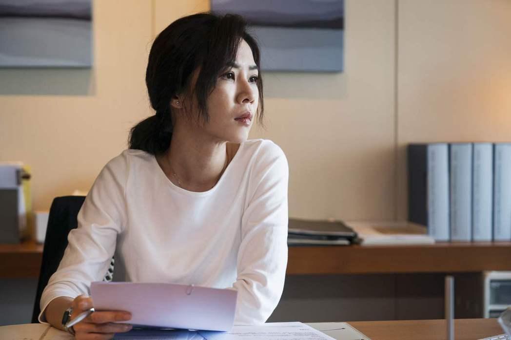 謝盈萱在「四樓的天堂」中飾演心理師。圖/公視提供