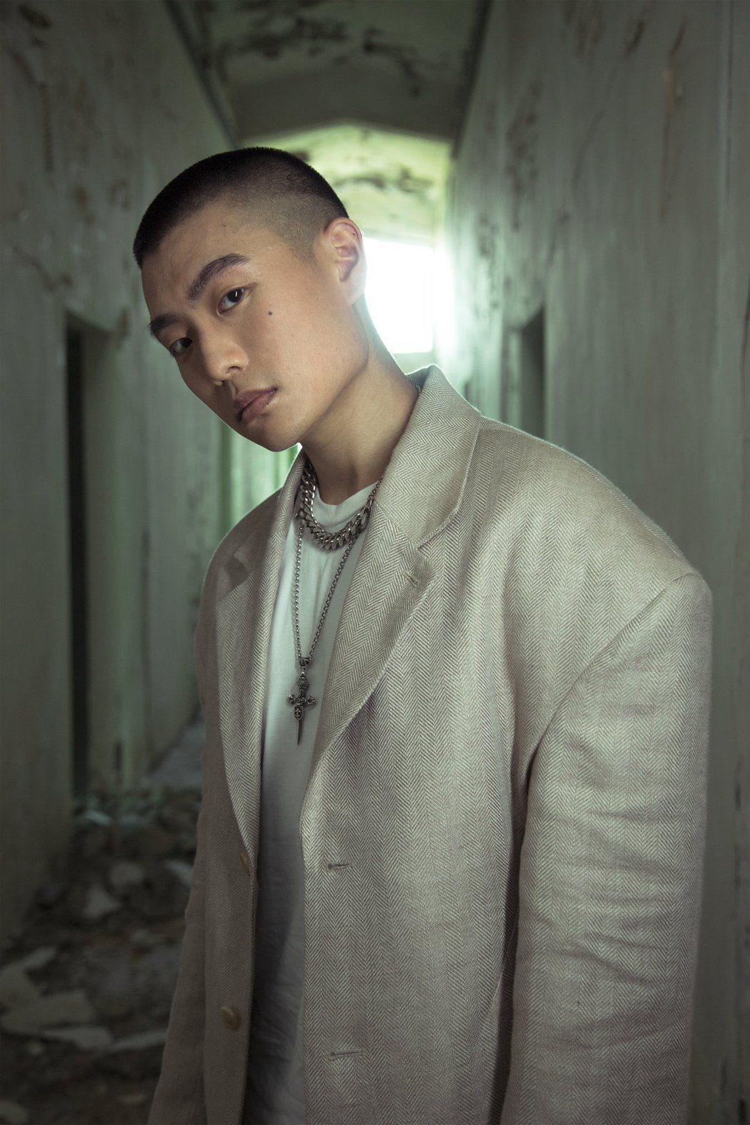 創作新人LEE推出新歌「Old Fashion Luv」。圖/環球音樂提供