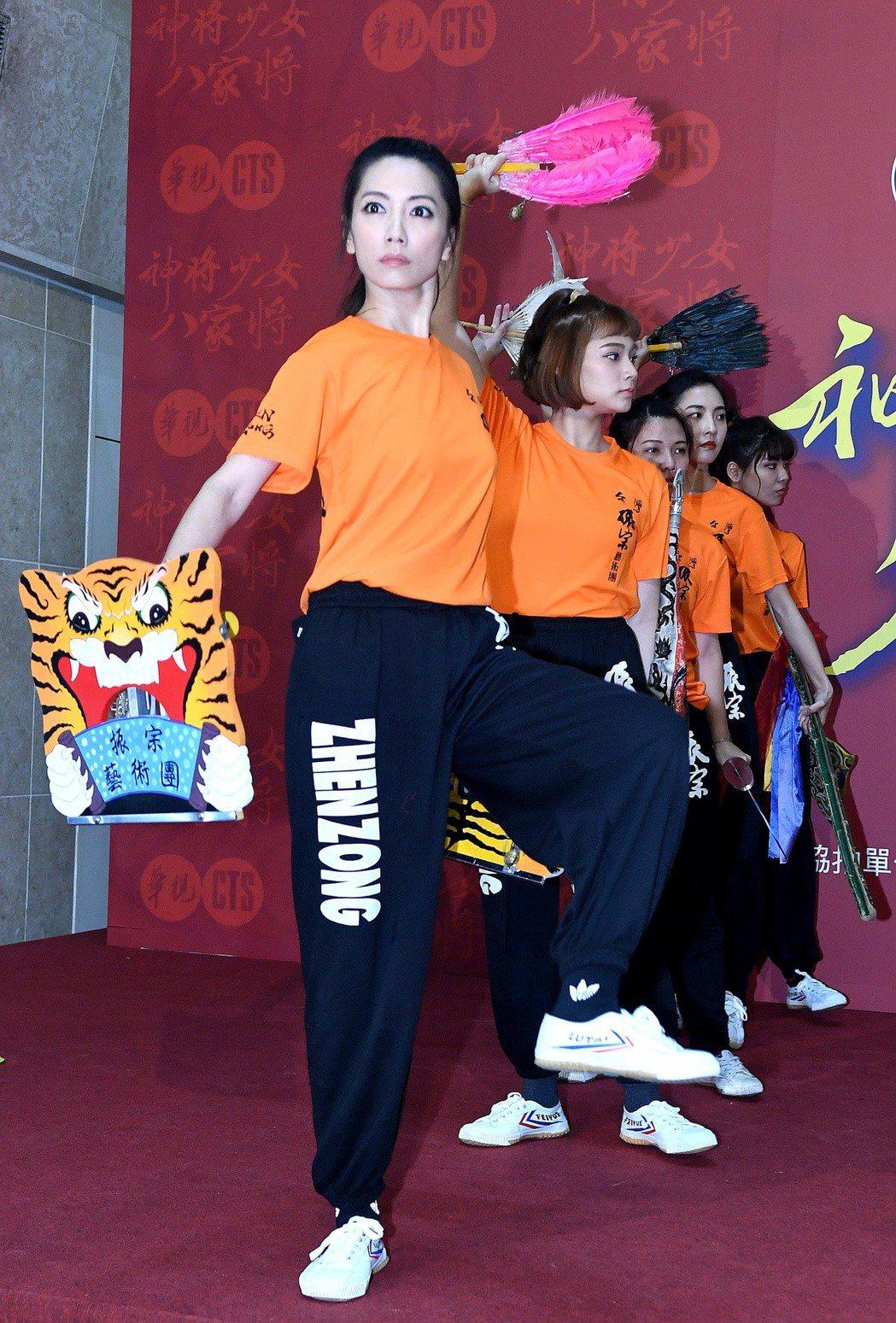 林韋君演出「神將少女八家將」時,練跳八家將過程吃盡苦頭。圖/華視提供
