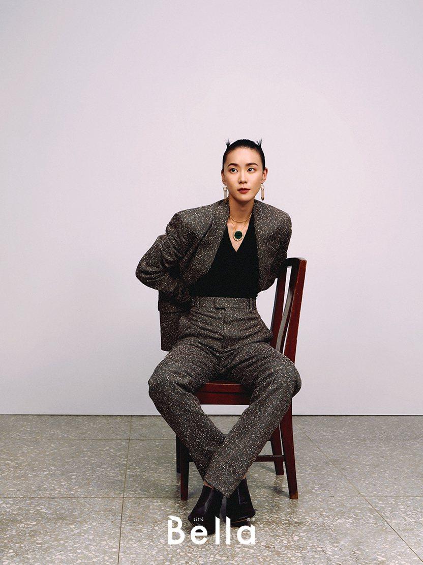 鍾瑶認為保有對工作熱情,要懂得踩煞車。圖/Bella儂儂雜誌提供