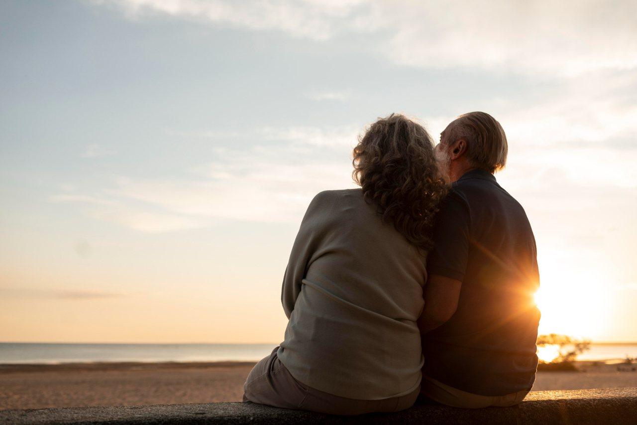 夫妻之間有可能因相互贈與或繼承遺產,必須面對日後繳稅問題。  圖/freepik