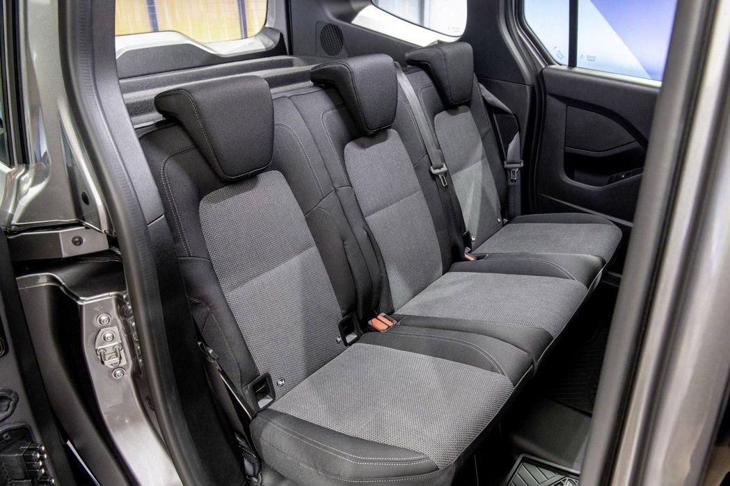 乘用版的Citan Tourer有五個獨立的座椅,提供與乘用車無異的舒適度。 圖...