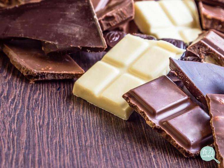 一樣都是黑巧克力,又為什麼包裝總寫著斗大「%數」?翻開背面的成分,「代可可脂」又...