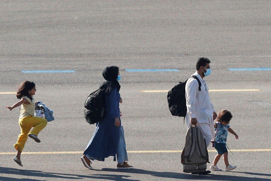 雖然塔利班承諾8月31日之後仍然開放平民離開阿富汗,但其言論仍留下許多模糊空間,...