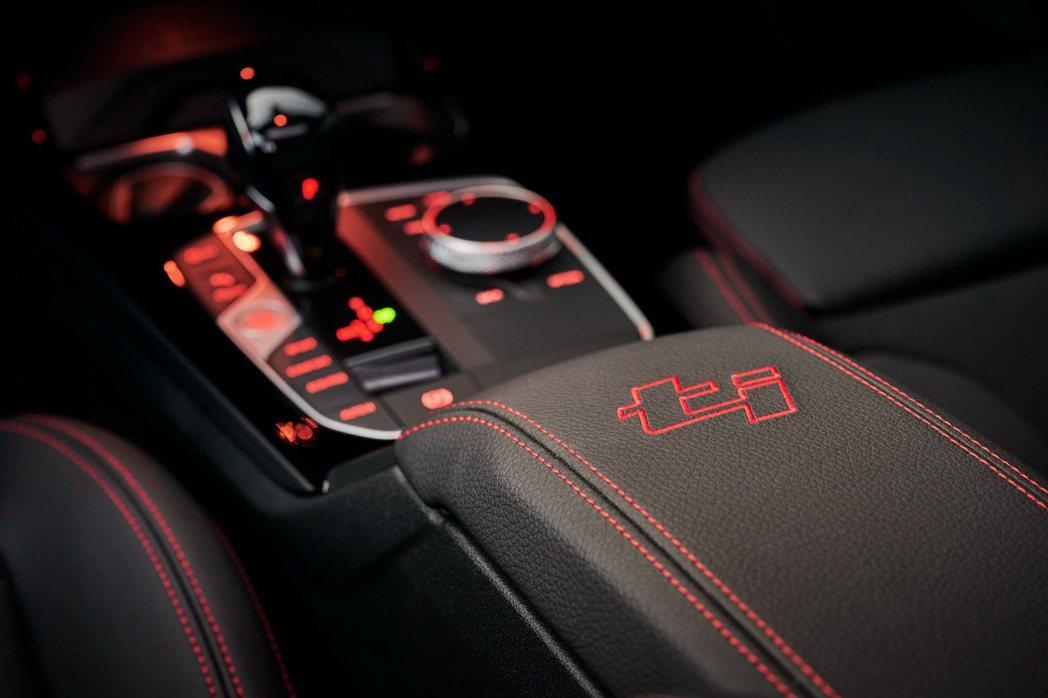 全新BMW 128ti車室多處ti車型專屬個性點綴,營造濃厚、熱血的性能感受。 ...