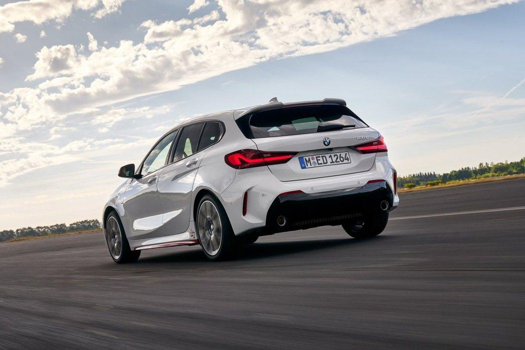 全新BMW 128ti搭載TwinPower Turbo直列4汽缸汽油引擎,擁有...