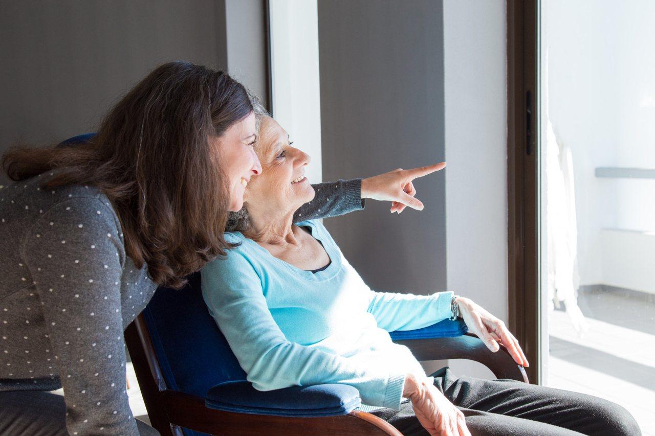 有一個固定的人,固定的環境,且有穩定的情緒,照顧、陪伴年老的長輩,對長輩來說,是...