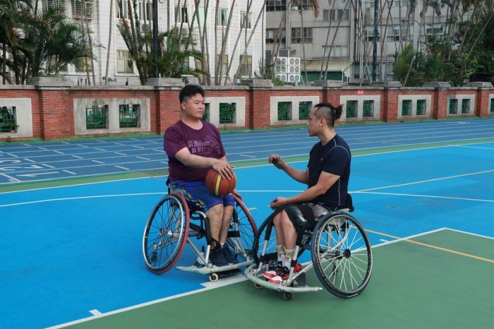 除了球技,溝通也是輪椅籃球的重要元素。 圖/蔡子元攝影