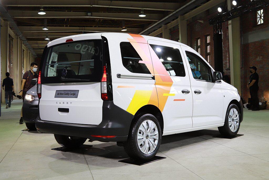 全新福斯商旅Caddy Cargo憑藉嶄新外觀設計、科技化內裝質感鋪陳、高機能乘...