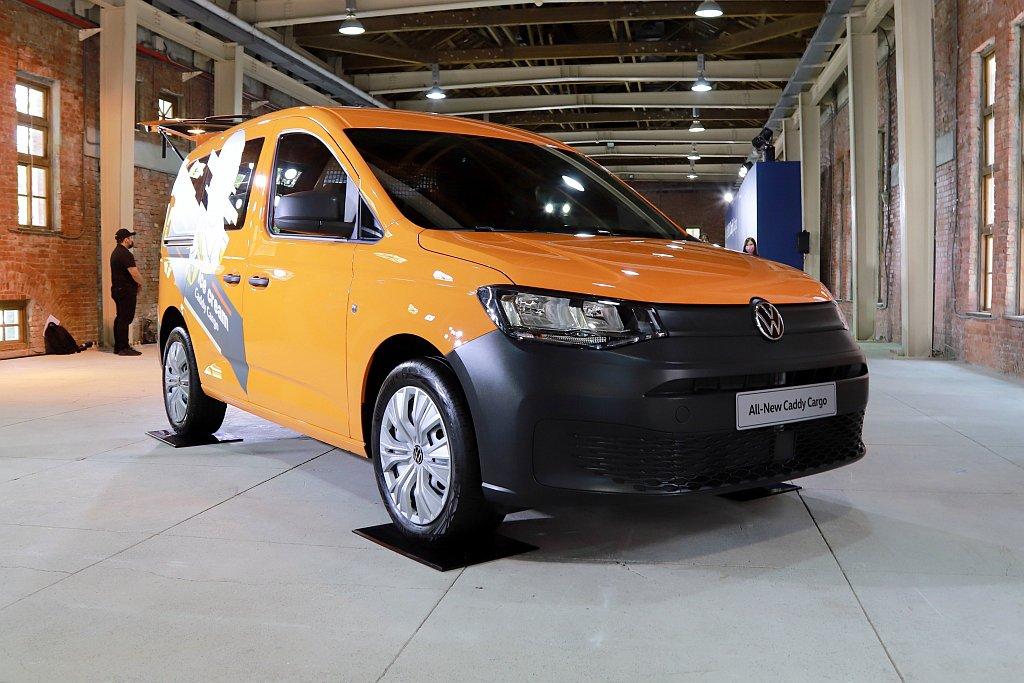 全新世代福斯商旅Caddy Cargo提供4款耀眼車色選擇,包含香草白、耀澤灰、...