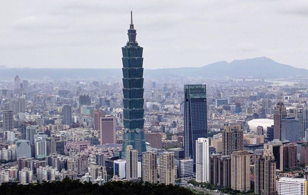 躋身200萬元俱樂部的豪宅社區,以信義計畫區為大宗。(圖/台灣房屋提供)