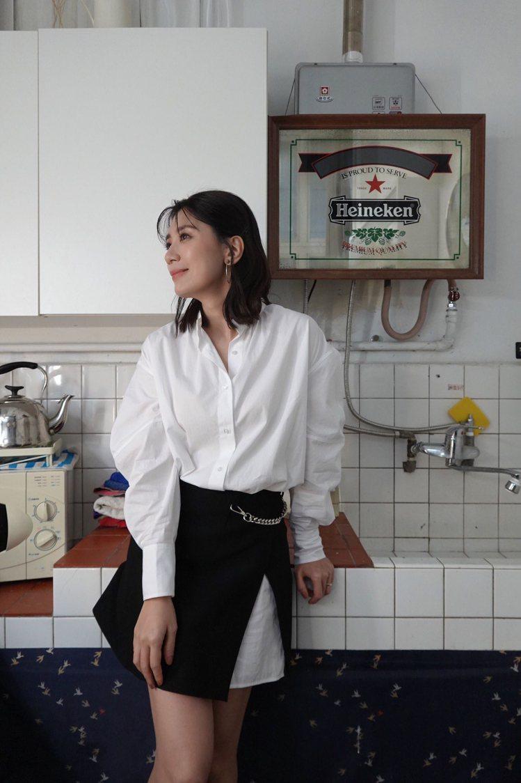 賈靜雯身穿maje襯衫連身洋裝,12,750元。圖/maje提供