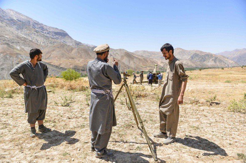 阿富汗民兵組織神學士奪回政權後,俄羅斯當局今天說,位於中亞的阿富汗鄰國紛紛向俄國下訂單,購買武器與直升機等軍備。 法新社