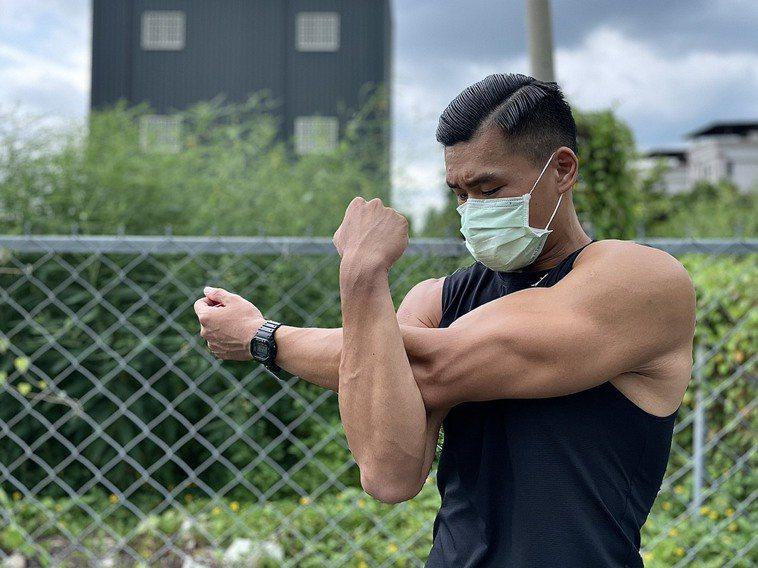 疫情降級後,民眾急著運動瘦身,醫師提醒運動要循序漸進、量力而為,並充分暖身,以免...