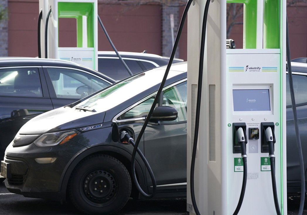 國內首檔電動車ETF發行以來,市場討論熱度居高不下。 美聯社