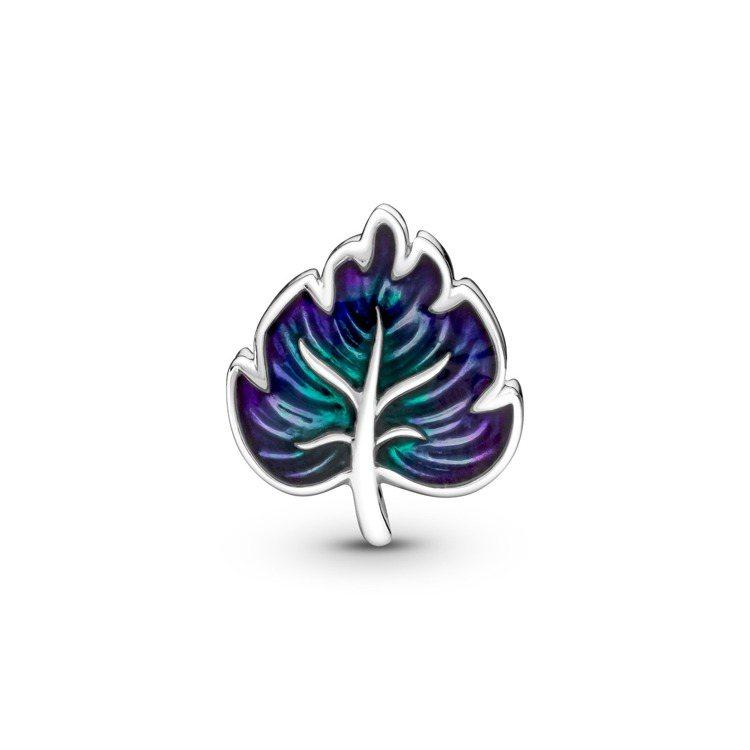 Pandora希望之葉925銀琺瑯串飾,1,580元。圖/PANDORA提供