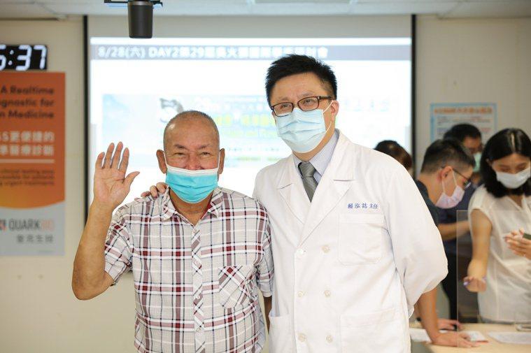 79歲呂先生罹患肺癌第四期,在新光醫院血液腫瘤科主任賴泓誌門診追蹤2年,目前病況...