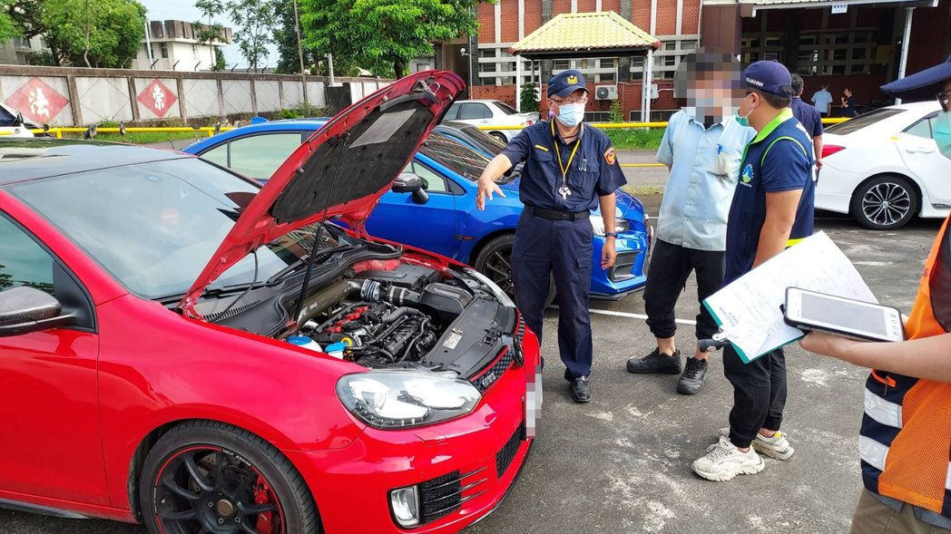 台南警方查扣涉嫌競速車輛。記者吳淑玲/翻攝