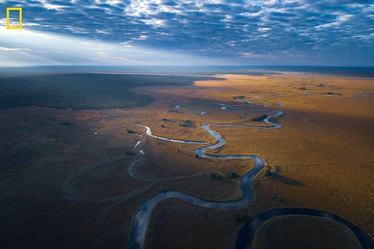 DE BEERS宣布與國家地理攜手保護非洲最重要的獨特生態地區奧卡萬戈,展開名為...