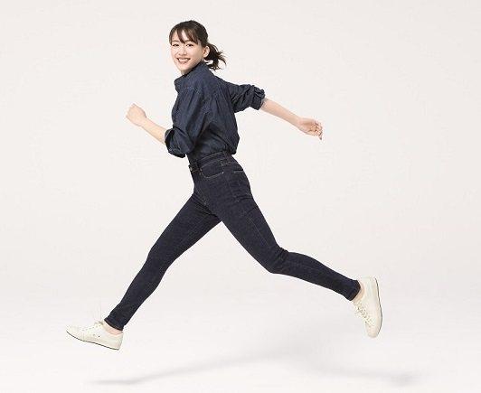 UNIQLO LifeWear品牌大使綾瀨遙身穿+2公分女裝特級彈性Skinny...