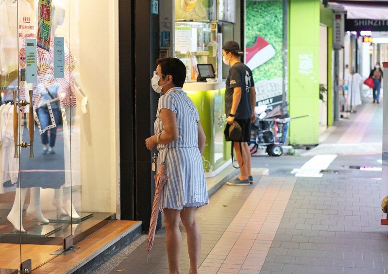 中央大學台灣經濟發展研究中心今天公布9月消費者信心指數(CCI),總指數為74.39點,與上月相比下降1.04點。圖/聯合報系資料照片