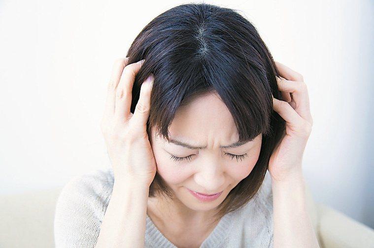 廣泛性焦慮症一旦沒有治好,恐變成更嚴重的憂鬱症。圖/123RF