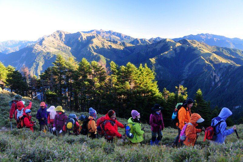 國內因疫情封山2個多月,悶壞了不能爬山的登山客,待山林完全解封,恐掀起登山熱潮。圖/聯合報系資料照片