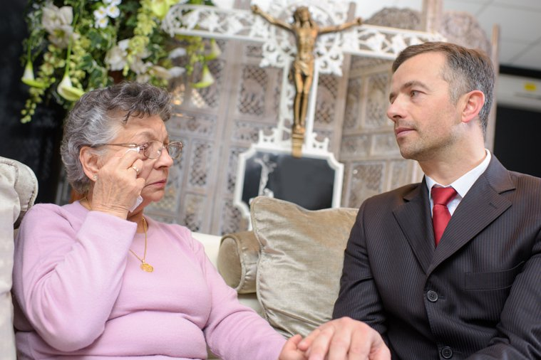 醫師說:「失去親人的悲痛,需要經過很長時間才能放下;但最久不能超過三個月...。...