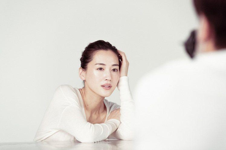 綾瀨遙36歲,仍有好膚質。圖/SK-II提供