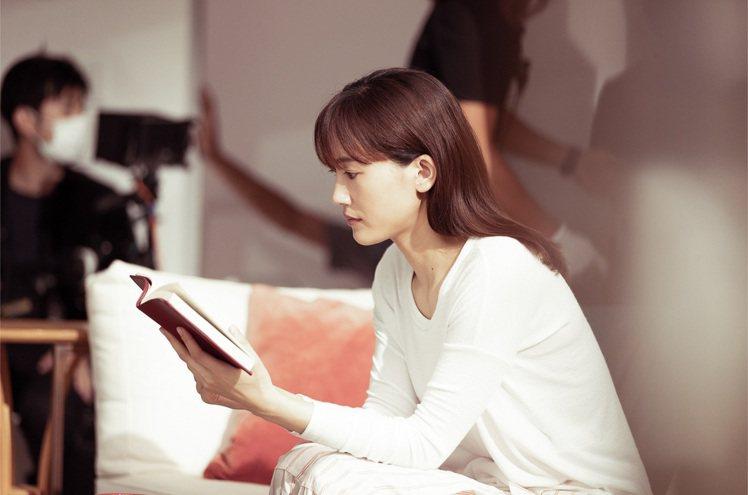 綾瀨遙認為與自己對話很重要。圖/SK-II提供