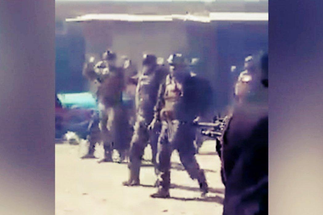 7月16日在阿富汗北境法利布亞省,投降後被塔利班亂槍處決的阿富汗特種部隊。 ...