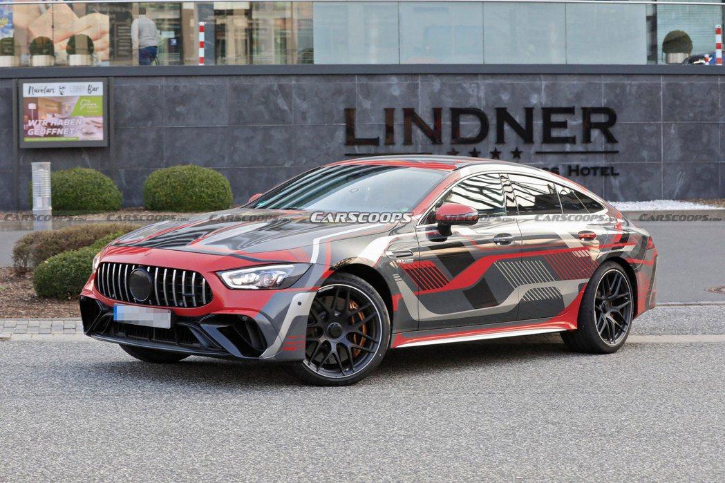 全新Mercedes-AMG GT 73 e 4-Door Coupe預告九月初...