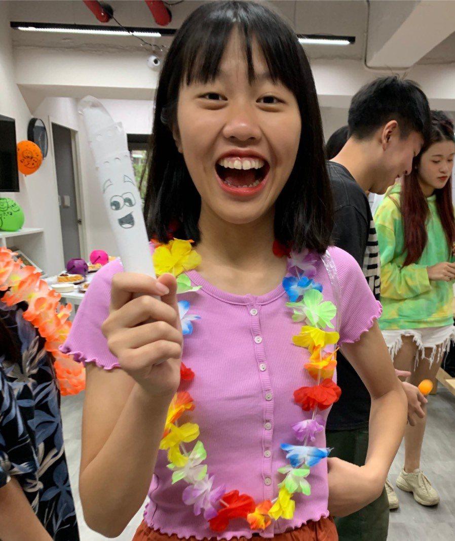 從北一女轉學到VIS國際實驗高中的Mia張語真創下今年AP考試雙料滿分的佳績。