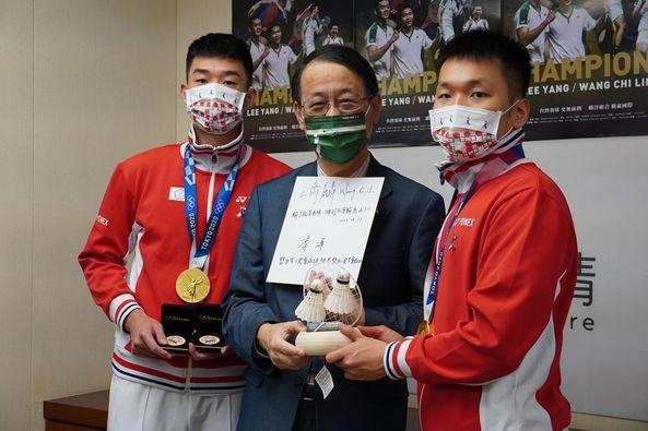 日台友情!東奧奪金  麟洋配代表贈日本124萬片口罩