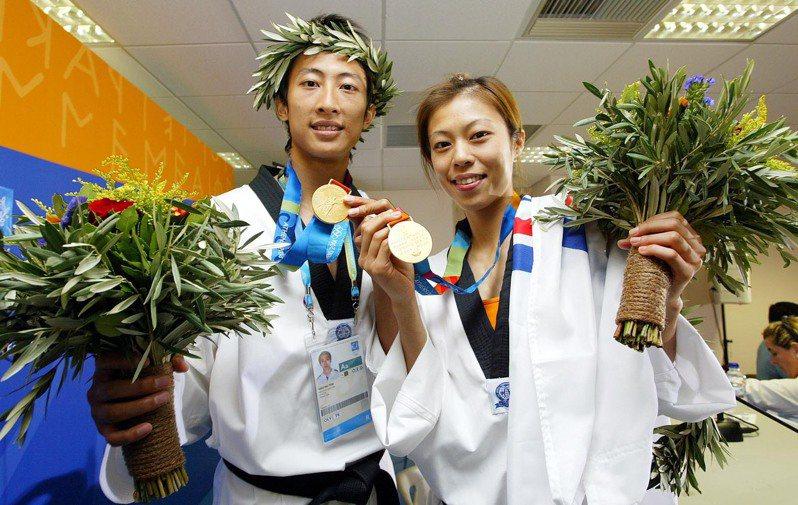 2004年8月27日,朱木炎、陳詩欣在雅典奧運奪下兩面跆拳道金牌。圖/聯合報系資料照片
