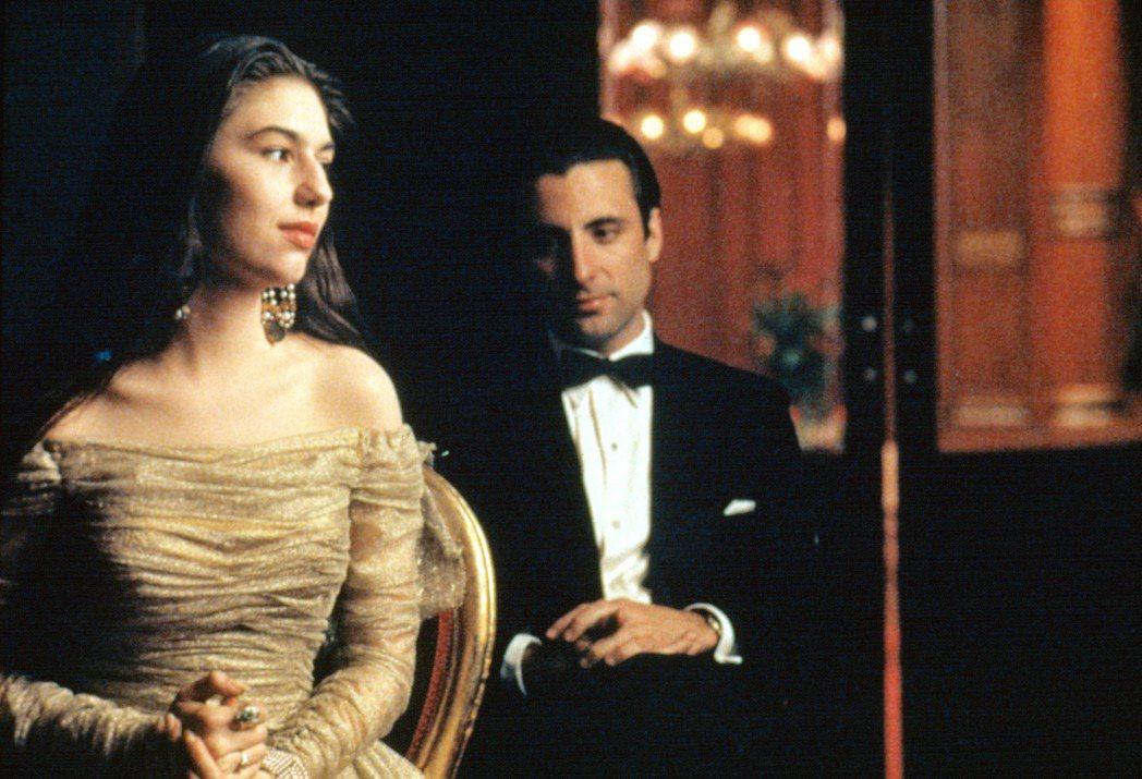 蘇菲亞柯波拉(左)和安迪嘉西亞在「教父第三集」中有不少感情對手戲。圖/摘自imd