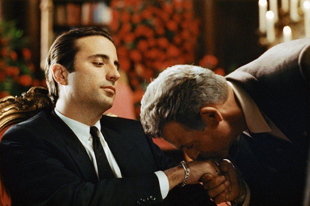 安迪嘉西亞(左)在「教父第三集」扮演新生代教父。圖/摘自imdb