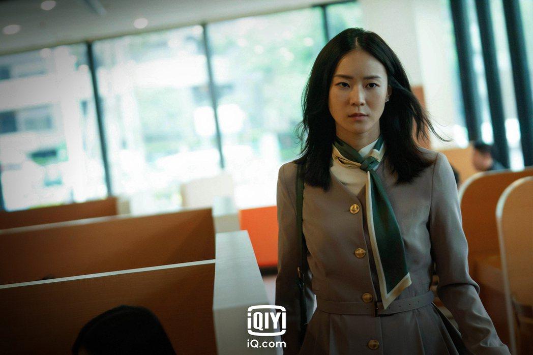鍾瑶在「逆局」客串演空姐。圖/愛奇藝國際站提供